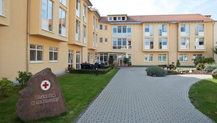 Das Altenheim Rotkreuzstift in Neustadt wird von der DRK Schwesternschaft Rheinpfalz-Saar e. V. betrieben und bietet fachlich kompetente und menschlich zugewandte Pflege für 60 Seniorinnen und Senioren.