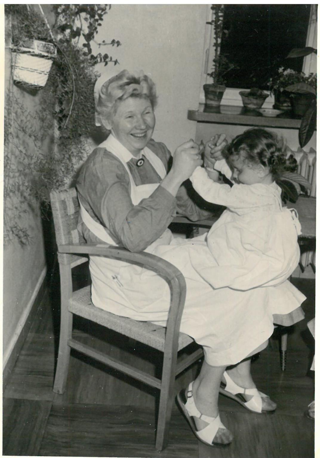 historisch_kinderkrankenschwester_von-elvira-doll