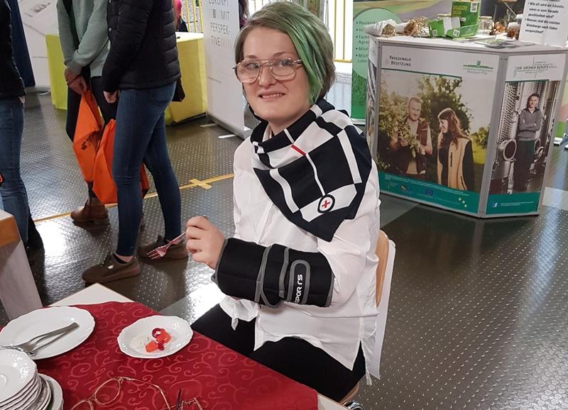 Alterssimulation der DRK Schwesternschaft auf der Ausbildungsmesse Neustadt.