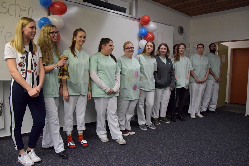 Bildungszentrum am DRK Krankenhaus Hachenburg: Auf der Broschenfeier März 2019 präsentiert der Mittelkurs die Modenschau